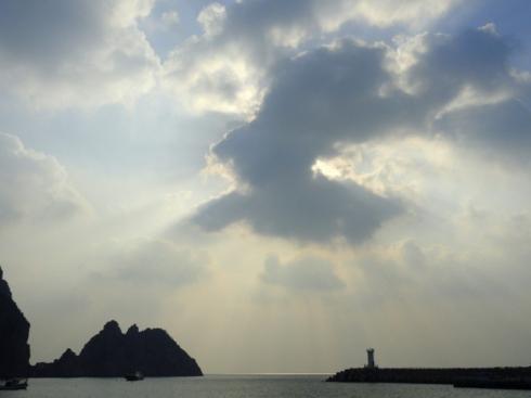 Sun and cloud over Hongdo