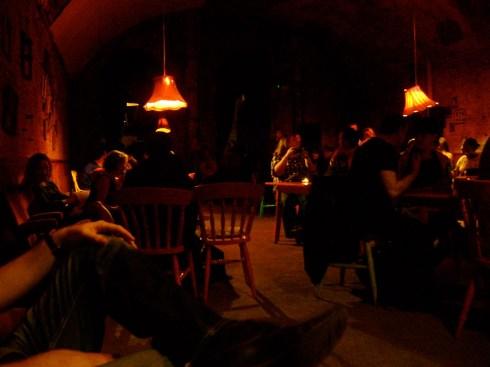 dim bar